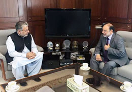Dr Hasan Sohaib Murad, Rector UMT, discusses higher education issues with Dr Mukhtar Ahmad, Chairman HEC